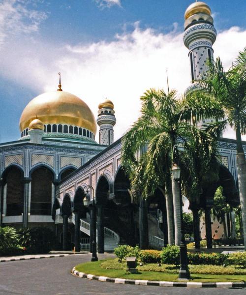 Brunei, Bandar Seri Begawan, Jame Asr Hassanil Bolkiah mosque