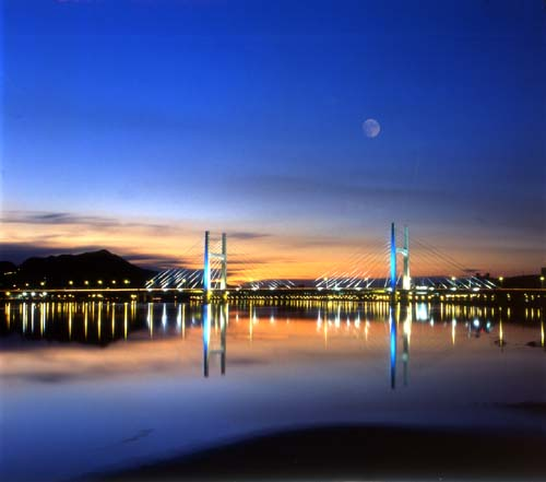 Taiwan, Taipei, dusk at Chongyang Bridge